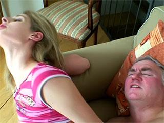 Russische Videos des Pornos der Meisen teenybopper (saugen, ficken Sie, des Bildschirmbildes, die Web-Kamera),