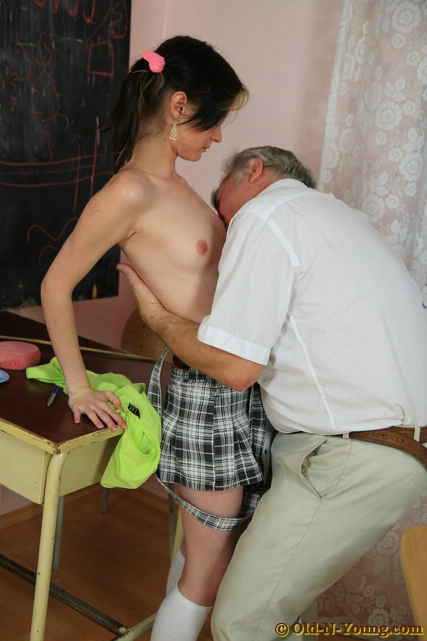 Смотреть инцест деда и внучки кто послал